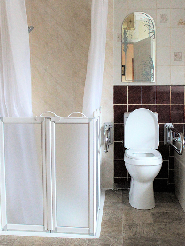 Wet Room, Elderly Wet Room, Disabled Access, Grip Bar, Shower Screen, sliding door, Shower seat, High level toilet